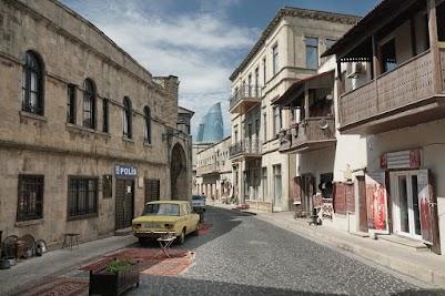 Gasse in Bakus Atlstadt.