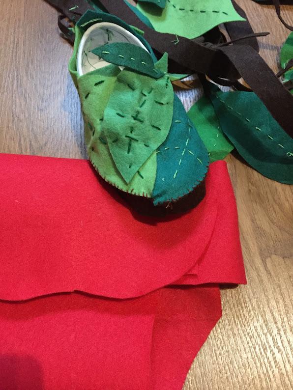8-sorbos-de-inspiracion-Mowgli Disfraz casero-mowgli-disfraz-niño-disfraz-libro-de-la-selva-zapatillas-de-hojas