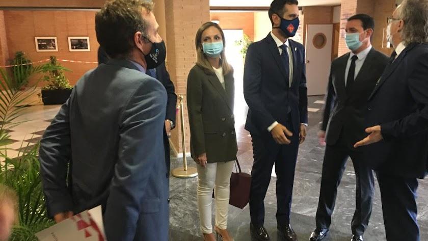 La delegada del Gobierno  un acto sanitario sobre Medicina y Deporte en el Auditorio Municipal Maestro Padilla.