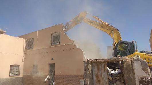 Arrancan las últimas demoliciones antes de reurbanizar en el Barrio Alto