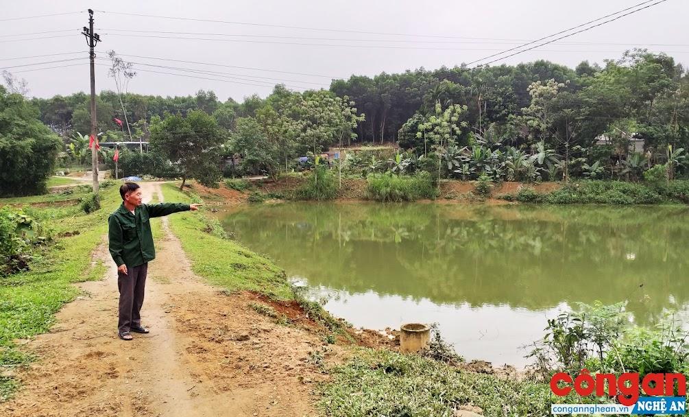 Mặc dù đã đóng tiền thuê khoán đập Trúc nhưng gần 1 năm qua,  ông Nguyễn Văn Dương vẫn không thể canh tác được gì!