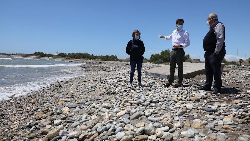 """Hace unos meses el litoral ya recibió una aportación de 10.000 metros cúbicos de arena, que el alcalde consideró \""""insuficientes\""""."""