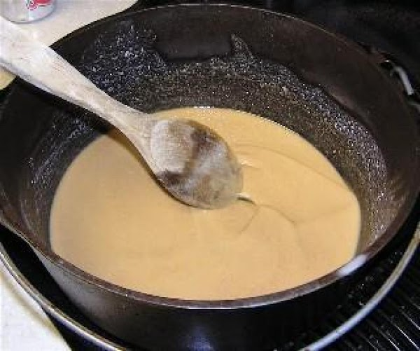 a picture of what a light blonde roux for dishes like sausage and gravy...
