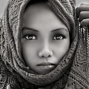 by PATT LULUQUISIN - People Portraits of Women