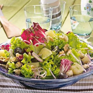 Gemischter Blattsalat mit Weintrauben