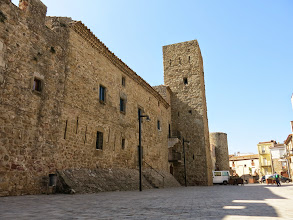 Photo: torre i part antiga muralla del castell de Verges
