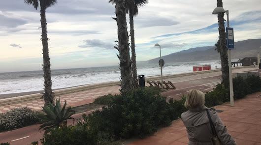 Almería seguirá con el aviso amarillo por viento y oleaje durante el lunes
