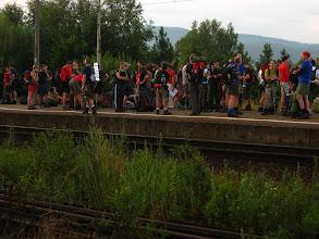 Photo: A oto i podjeżdża pociąg z kolejnymi wyrypowiczami. Ludzi wypełza co niemiara, niczym mrówki z rozkopanego mrowiska.