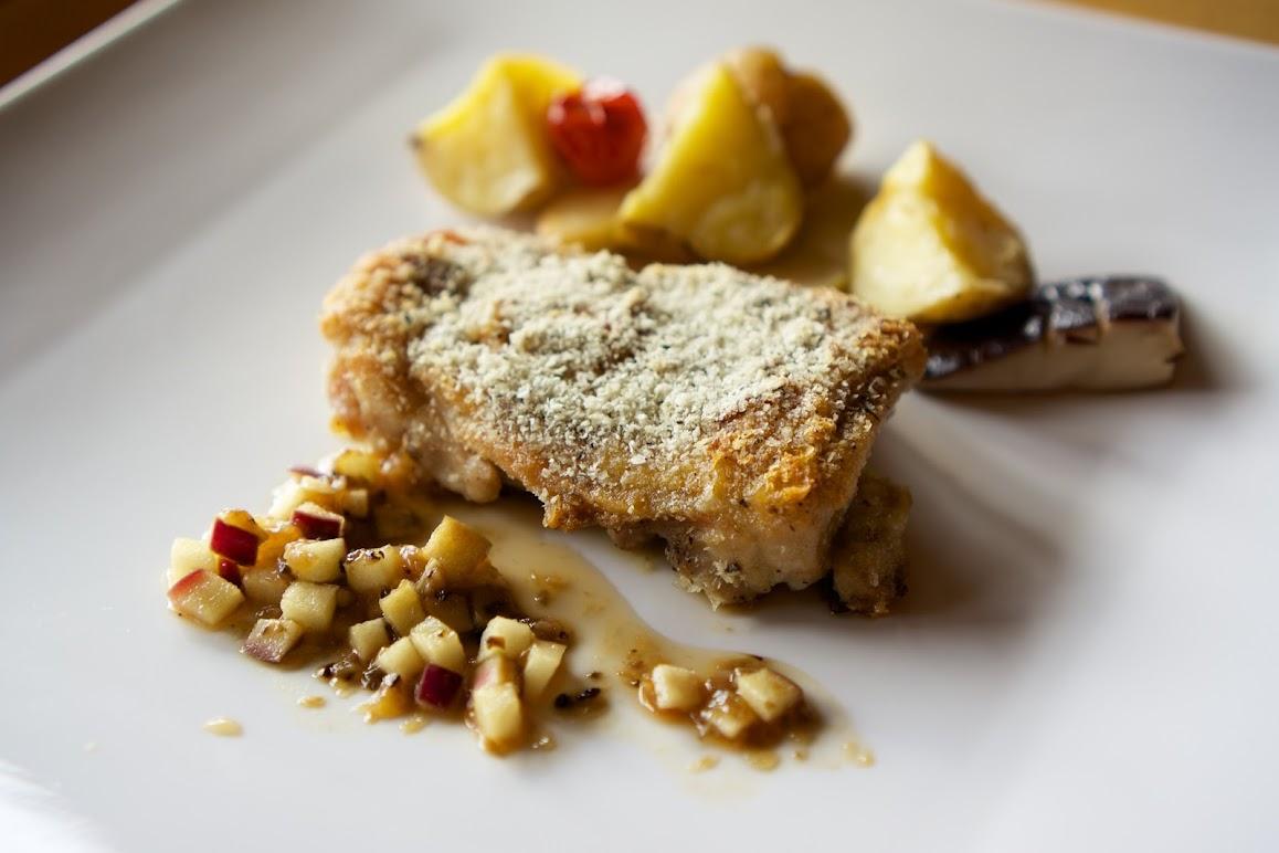 知床鶏もも肉のディアブル風毛陽産りんご入りグレービーソース