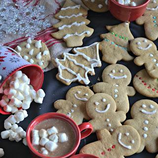 Gingerbread Cookies & Snickerdoodle Hot Chocolate