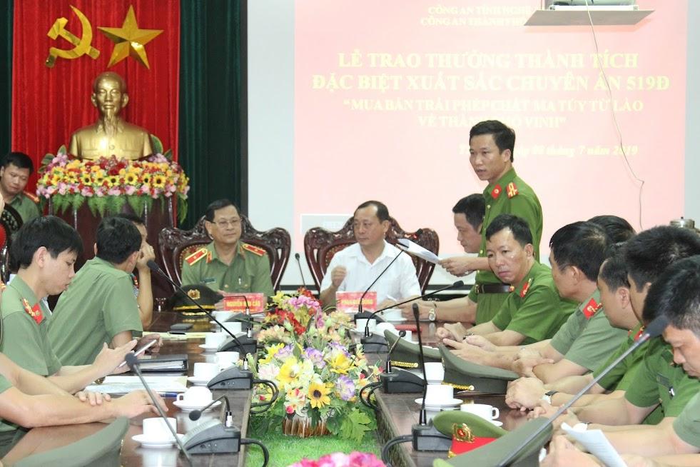 Đồng chí Thượng tá Trần Đức Thân, Phó Trưởng CATP Vinh, Phó trưởng Ban chuyên án 519Đ báo cáo tóm tắt quá trình đấu tranh chuyên án.