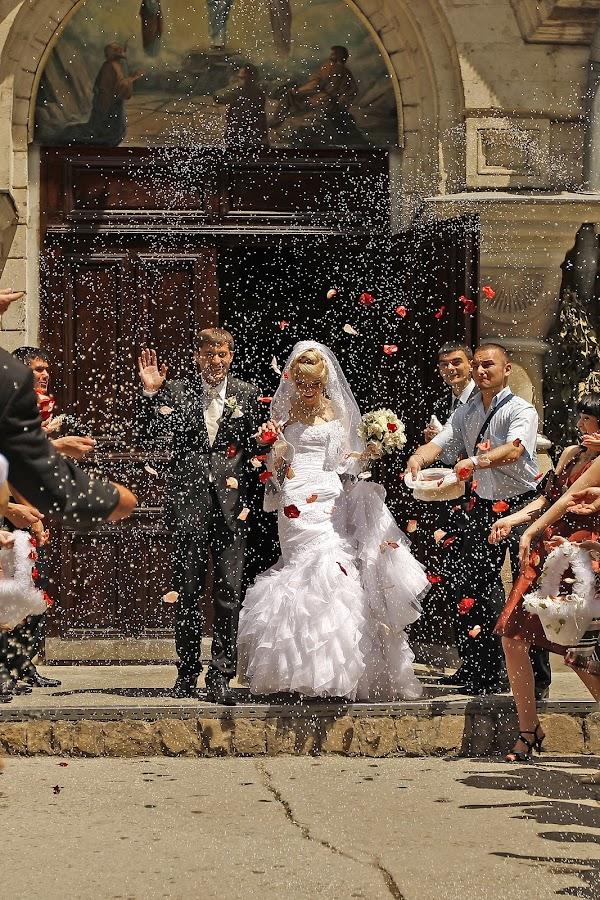 by Iana Udrea - Wedding Bride & Groom