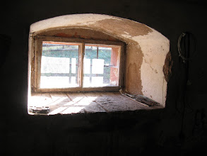 Photo: okienko w kamiennej mini spiżarni - rzeźni w naszym domu