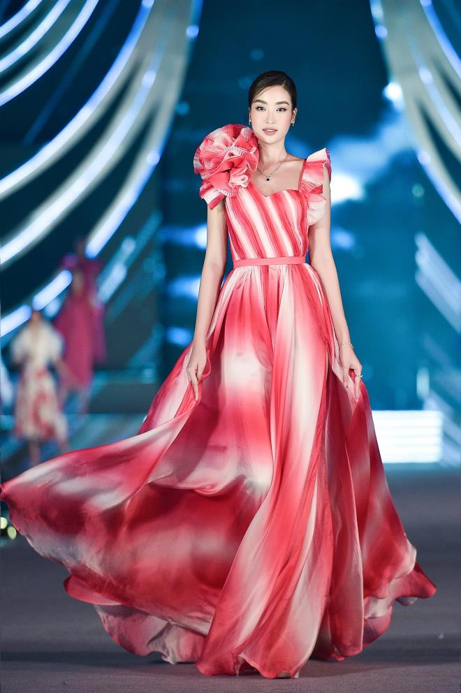 Kỳ Duyên, Đỗ Mỹ Linh khoe chân dài trong đêm thi của 'Hoa hậu Việt Nam' - 2