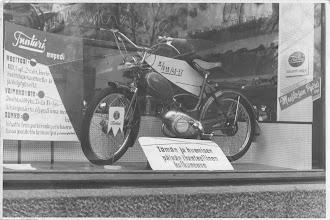 Photo: Tunturi 56 ensimmäinen Puch -koneinen malli Mustosen Pyörän ikkunassa Oulussa