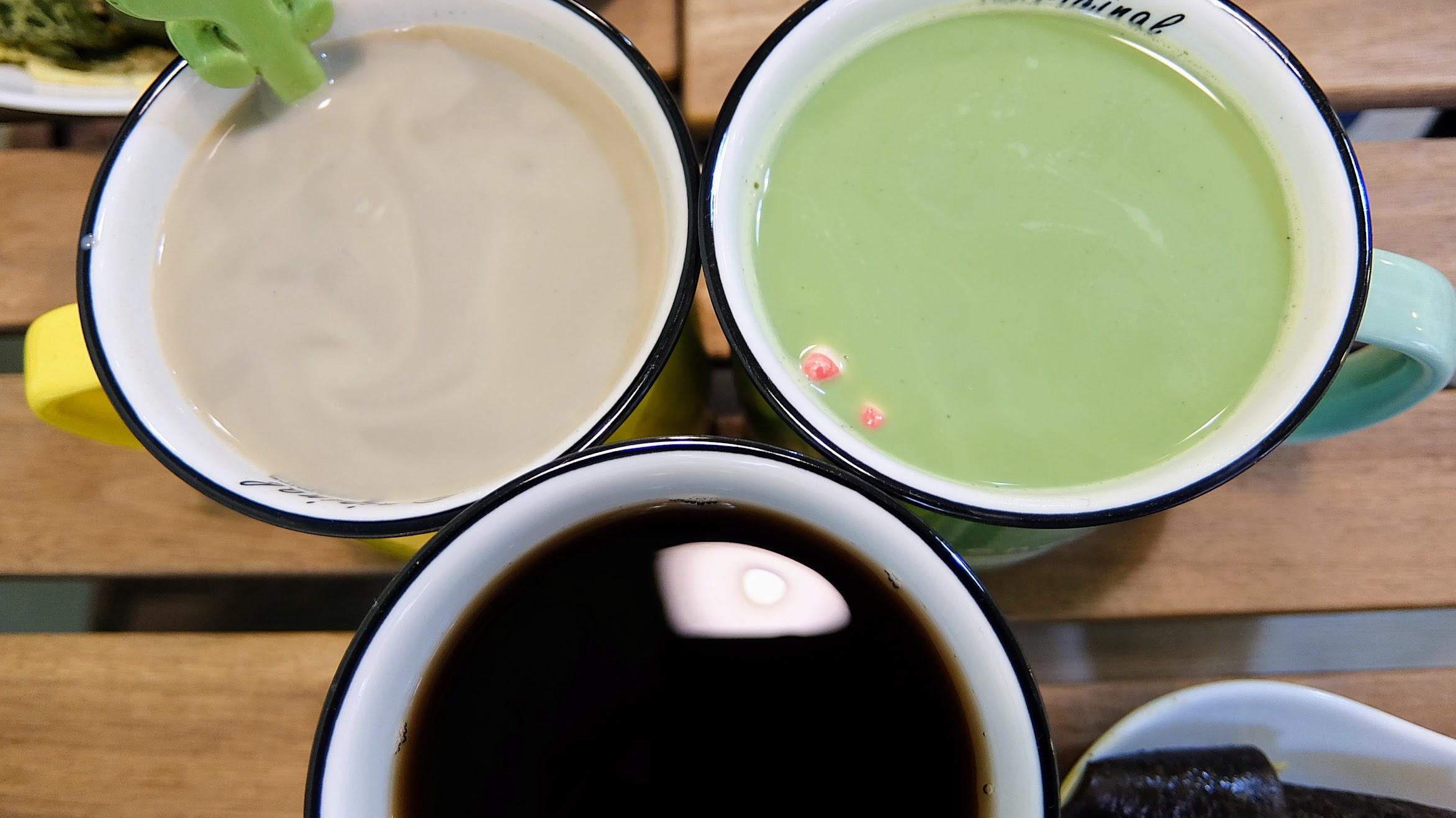 另外還有焙茶牛奶與日月潭紅茶...
