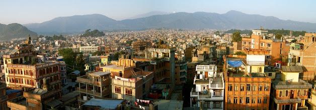 Photo: Lever de soleil sur Katmandu (vue du toit de l'Hôtel Nature - Thamel)