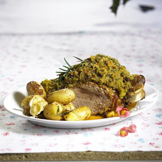 Leg of Lamb with Roasted Potatoes and Gravy