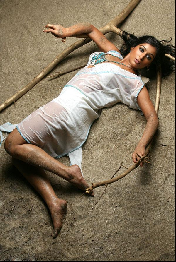 indian girl 81fuqmp.jpg Mixd -  http://henku.info