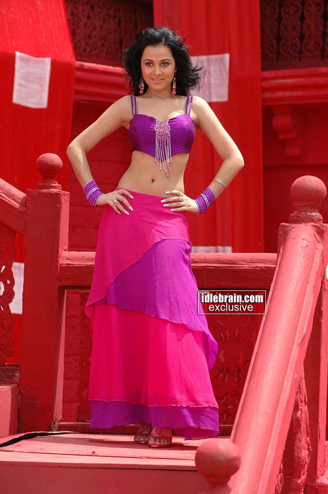 cool indian girl anushka-0005.jpg Cool -  http://henku.info