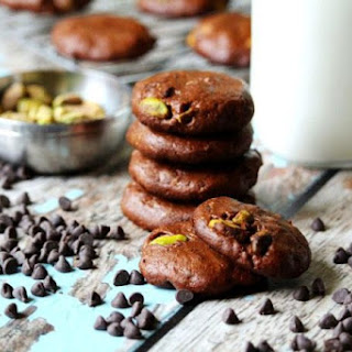 Flourless Vegan Chocolate Pistachio Cookies (Vegan, Gluten-Free, Dairy-Free, Egg-Free, Paleo-Friendly, No Refined Sugar).