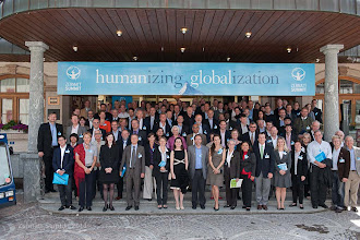 Photo: Group photo with all the participants, keynote speakers, panel members & moderators Zermatt Summit 2011