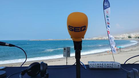 El set de La SER se ha instalado hoy en la playa de Adra