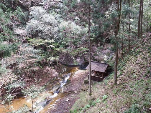 左下に龍鎮神社