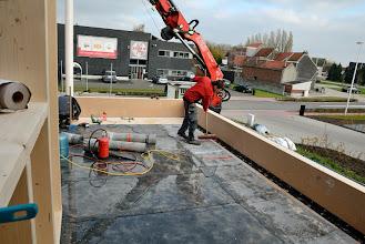 Photo: 07-11-2012 ©ervanofoto De plek waar het terras komt is bijna waterdicht gemaakt met roofing.