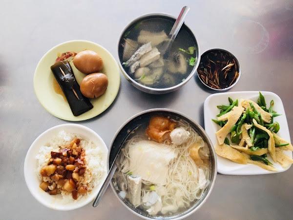 俗俗賣虱目魚湯,平價美食,難怪人潮絡繹不絕