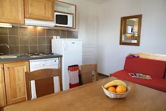 Photo: Coin cuisine et coin salle à manger d'un appartement 2 pièces pour 4 personnes