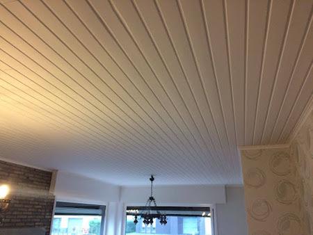 Schilderen plafond te Bertem - schilderwerken bertem: houten planchetten plafond wit geschilderd