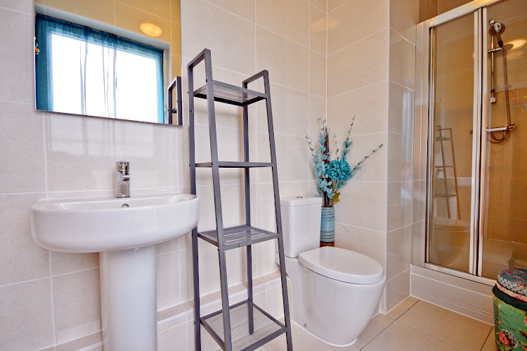 Luxury en-suite bathroom at Splash Apartment