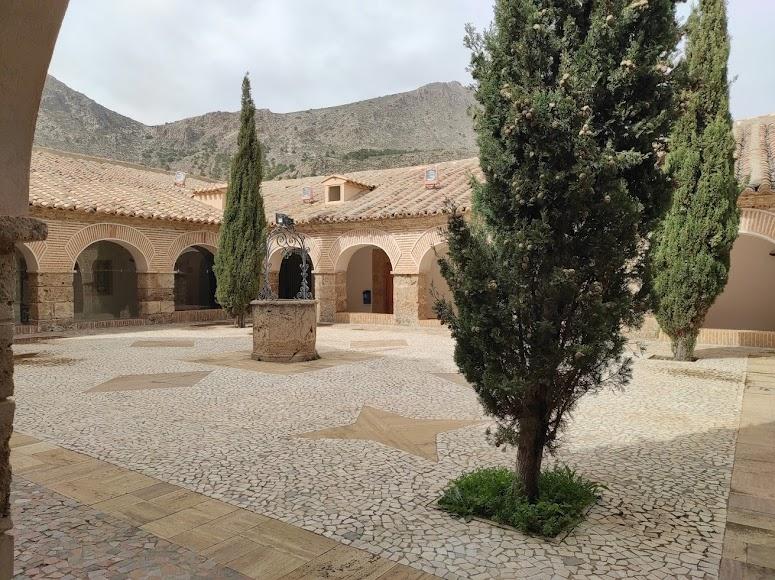 El claustro del santuario del Saliente.