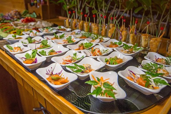 Eat a yummie dinner on board the M/Y Lalida