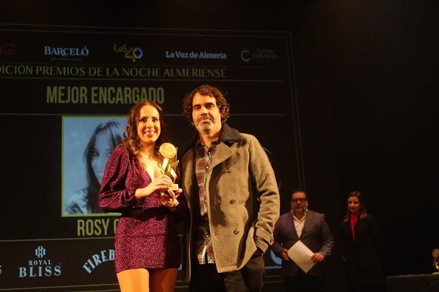 Rosy Cruz, Mejor Encargado/a, junto al gerente de Paris&París