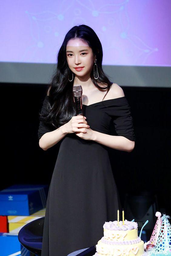 naeun gown 1