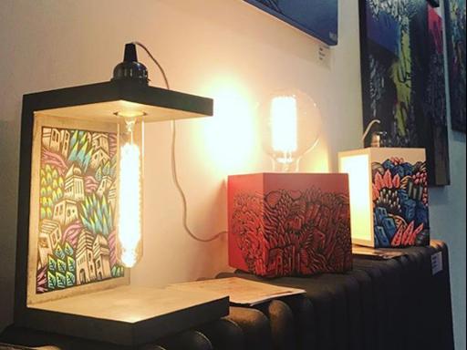 collab avec le street artist Yakes sur les lampes en béton de junny