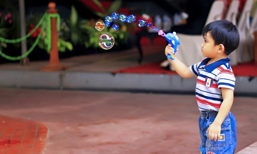Play bubble by Kurniawan Wibowo - Babies & Children Child Portraits