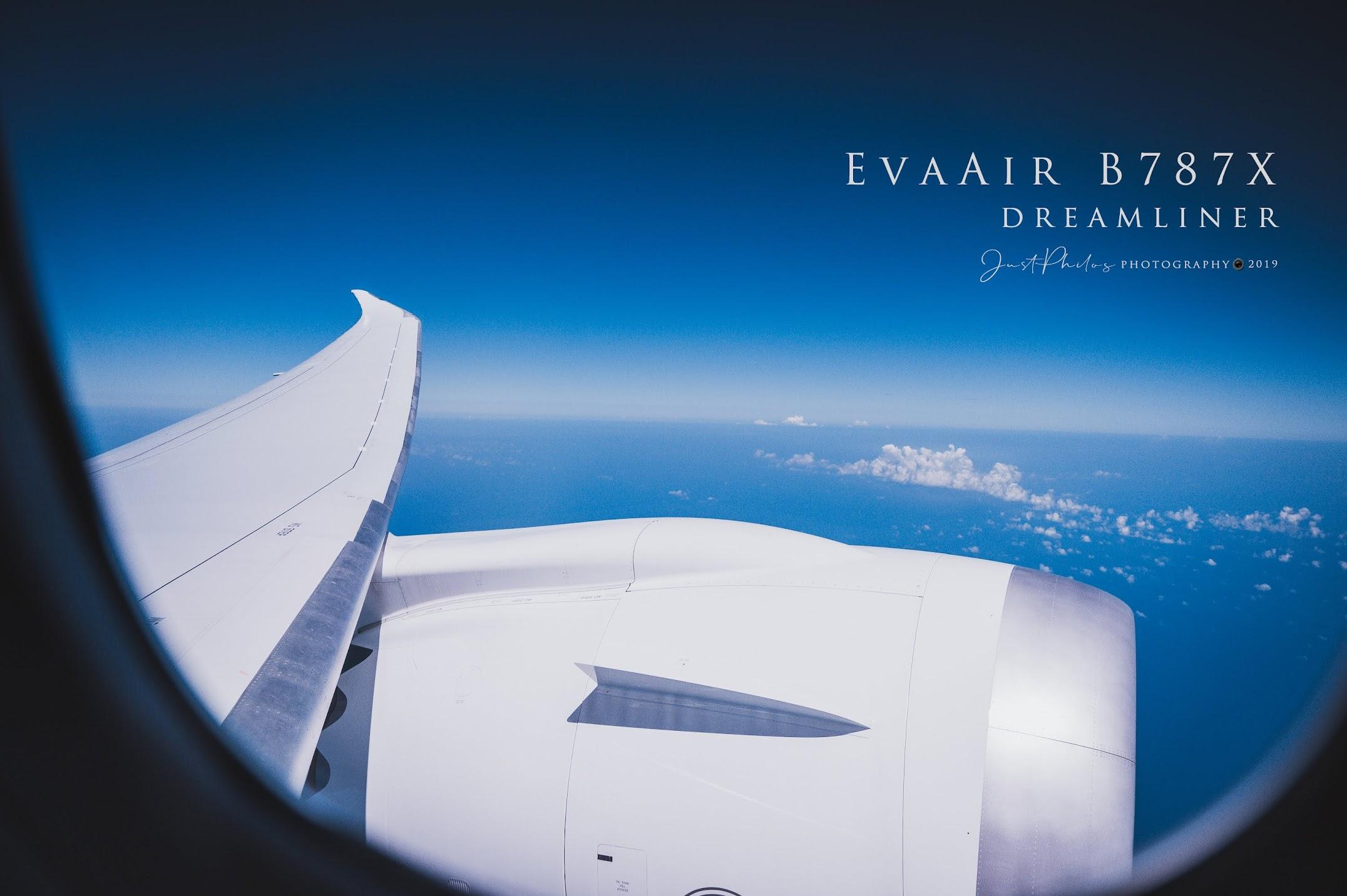 坐在靠窗座位的好處就可以很清楚的拍攝到機外的風景。
