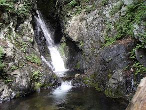 Photo: 中流部の13mの滝(右岸を高巻く)