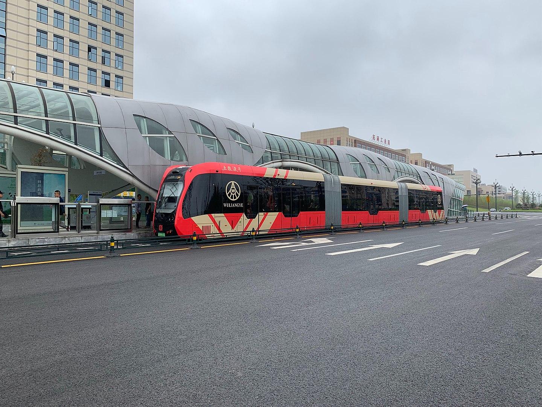 O sistema ART usa veículos autônomos e não demanda trilhos, mas tem a capacidade dos trens LRT/VLT (Imagem: Wikimedia Commons)