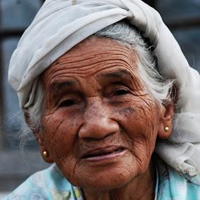 Neh Dah by Adi Krishna - People Portraits of Women
