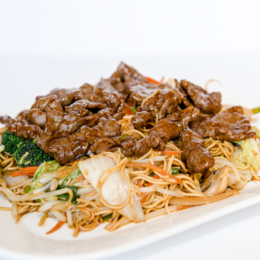 Stir fried Egg noodles, mixed Vegetables with Beef