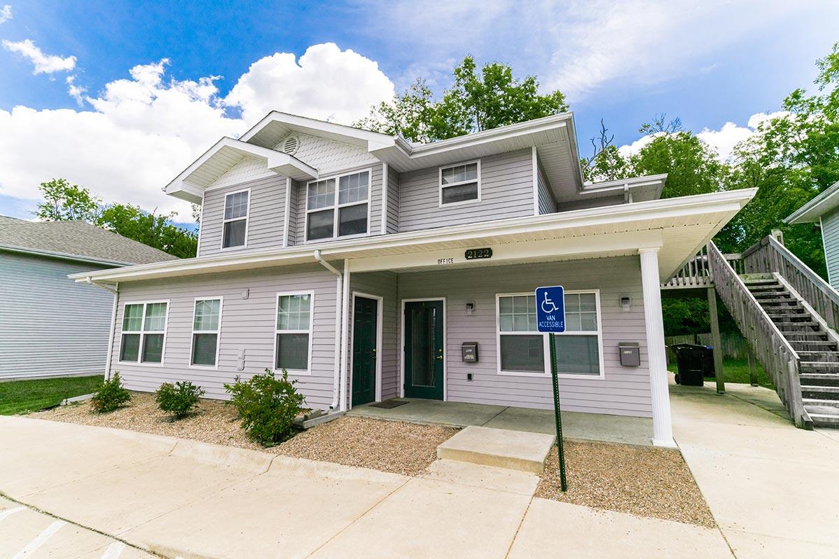 Pioneer Adams Apartments & Townhomes in Topeka, Kansas | The Yarco ...