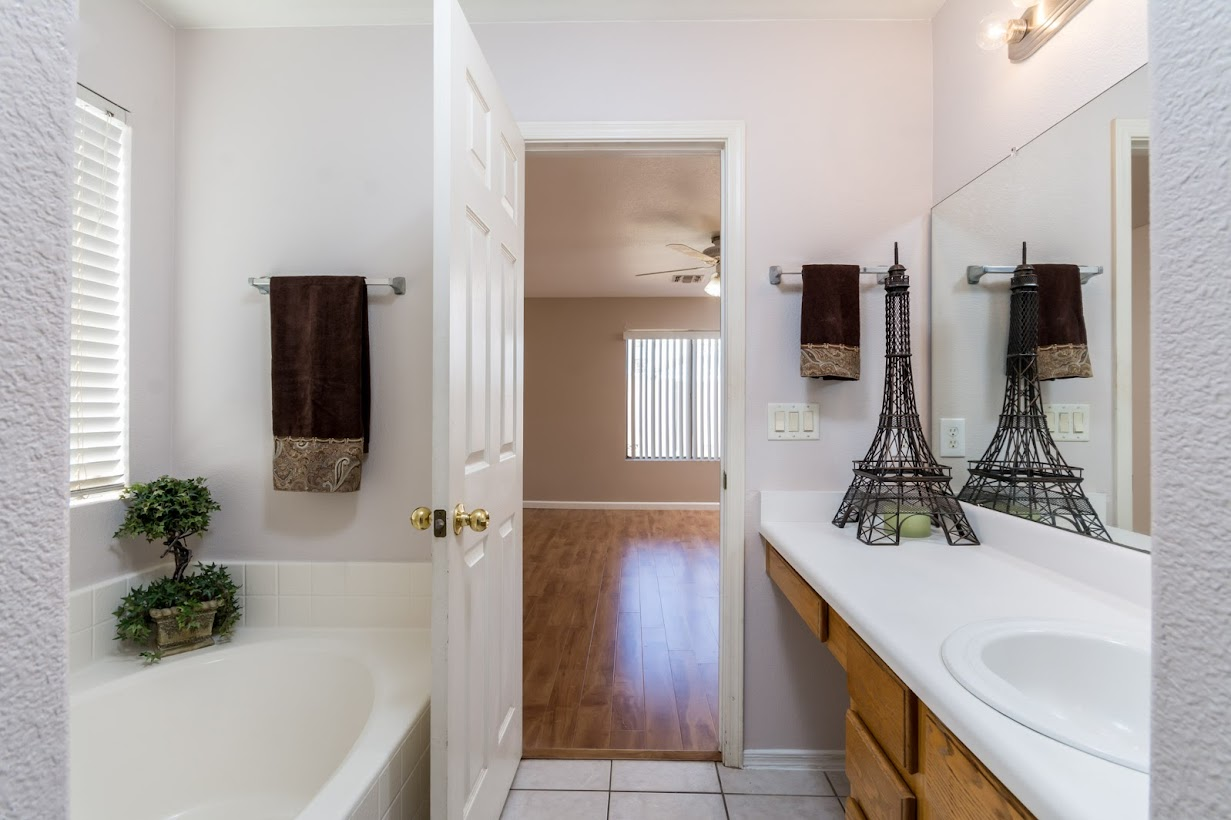 picture of master bathroom garden tub, walk-in shower