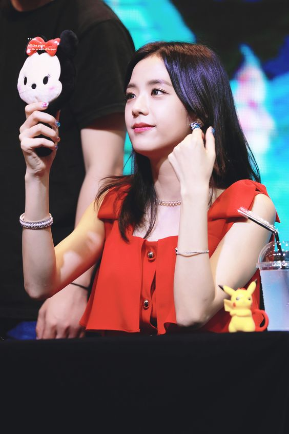 jisoo red 39