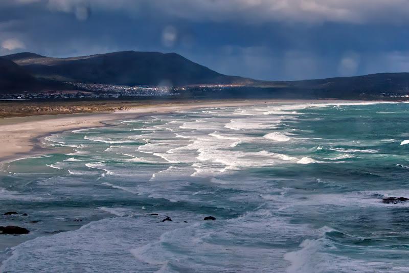 Sole e pioggia sull'oceano. di silviola