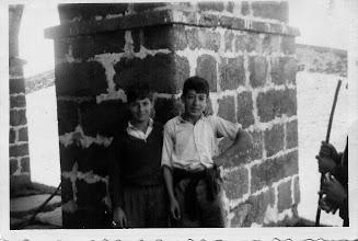 Photo: Colección de Maxi Trapero. Maxi con Goyo Barreales en el Alto del Acebo