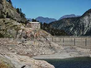 Photo: L'ancien refuge prés du barrage